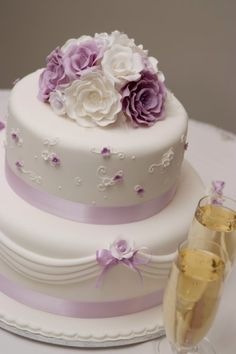 I would love for this to be my wedding cake! <3