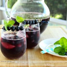 Blueberry Sangria from LoveandConfections.com #BrunchWeek Fun Cocktails, Cocktail Drinks, Fun Drinks, Sangria Drink, Drinks Alcohol, Alcoholic Beverages, Mixed Drinks, Sangria Recipes, Cocktail Recipes