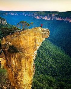 Hanging Rock, Blue Mountains National Park, Australia. Hanging Rock is a outstanding feature near Baltzer Lookout, at the end of Ridgewell Road, Blackheath. A huge, overhanging block of sandstone over 100m high, jutting out into the Grose Valley, has become detached from the main cliff.