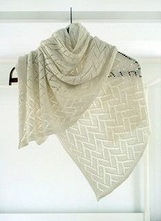 tricot -Whit's Knits: Bamboo Wedding Shawl - The Purl Bee - Knitting Crochet Sewing Embroidery Crafts Patterns and Ideas! Purl Bee, Knit Or Crochet, Lace Knitting, Crochet Shawl, Shawl Patterns, Knitting Patterns Free, Free Pattern, Pattern Design, Purl Soho