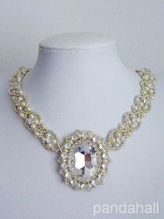 Do you love this sparkling #necklace? Try to DIY one right now.