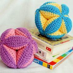 crochet clutch ball pattern (3 of 5) $4
