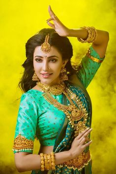 Parvati Nair And Her Astounding, On Point Outfits Most Beautiful Indian Actress, Beautiful Actresses, Saree Hairstyles, Hindu Bride, South Indian Bride, Beautiful Girl Image, Beautiful Saree, India Beauty, Indian Girls