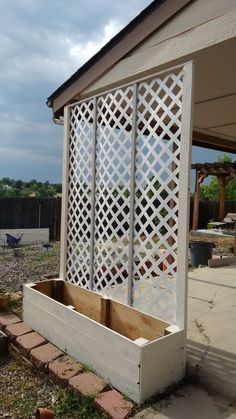Lattice privacy screen planter