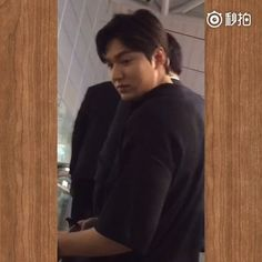 VIDEO | [http://www.miaopai.com/show/MyrYJabnhU2Qt9Z7NbEzUA__.html] | 2016 July 28 (Thursday) | #ActorLeeMinHo #LeeMinHo | Depart #KOREA | Incheon #Airport | to #LA | Los Angeles | FOR | 2016 #KCon |  TEXT || 李小孩很轻松啊,谁能听清他在和小胖说神马 ||   Weibo:  嗨萩  |    28 July 2016 @ 21:09 hours