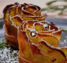 Crispy Potato Roses Wrapped in Bacon add blue cheese and bacon jam drizzle. Bacon Wrapped Potatoes, Bacon Potato, Crispy Potatoes, Potato Rice, Bacon Recipes, Snack Recipes, Cooking Recipes, Snacks, Tasty Videos