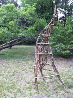 Trellises made of curved branches (Garden structure)