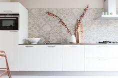 Douglas & Jones VT Wonen tegels Neo 162 saves 11 likes Interior Garden, Kitchen Interior, Rustic Kitchen, Kitchen Dining, Kitchen Board, Kitchen Time, Beautiful Kitchens, Home And Living, Interior Inspiration