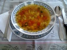 Cum devin vegetarian? Ce şi cum mâncăm?: Ciorbă de legume Cheeseburger Chowder, Curry, Soup, Vegetarian, Ethnic Recipes, Curries, Soups