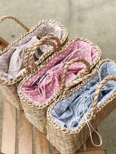 Strohbeutel, Strohhandtasche, Strohkorb, Strandtasche, Tragetasche - Basket and Crate Straw Handbags, Tote Handbags, Diy Bag Crafts, Bag Women, Art Bag, Fancy Hats, Straw Tote, Summer Bags, Lining Fabric
