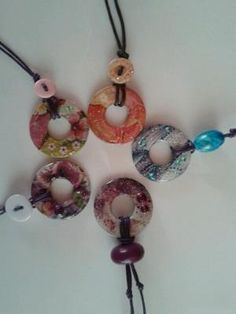Washer pendants and modpodge. by nicole Coin Jewelry, Pendant Jewelry, Jewelry Crafts, Jewelery, Diy Jewellery, Hardware Jewelry, Diy Necklace, Washer Necklace, Homemade Jewelry