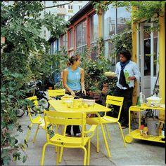 Fermob - Luxembourg - Tuinmeubelen - Vandella Modern Garden Furniture, Deck Furniture, Outdoor Furniture Sets, Backyard Chairs, Outdoor Living Rooms, Cool Deck, Outdoor Restaurant, Love Garden, Garden Shop