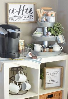 Set up a three-tier coffee bar and free prints! - Küche - Home Sweet Home Coffee Nook, Coffee Bar Home, Big Coffee, Coffee Maker, Coffe Bar, Coffee Bar Ideas, Coffee Bar Design, Coffee Tables, Coffee Island