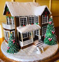 27 Beautiful Christmas Gingerbread House Ideas 1 – All About Christmas Cool Gingerbread Houses, Gingerbread House Designs, Gingerbread House Parties, Gingerbread Village, Christmas Gingerbread House, Christmas Treats, Christmas Baking, Gingerbread Cookies, Christmas Cookies