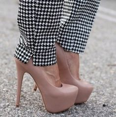 Gorgeous pants with lovely basic pumps