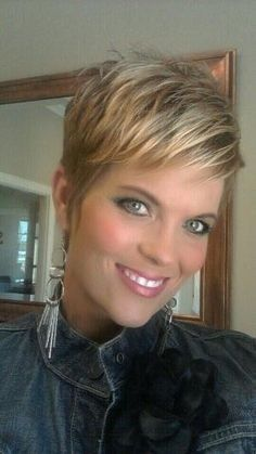 Messy Blonde Pixie Hairstyles Love her makeup also. Pixie Haircut 2014, Short Pixie Haircuts, Choppy Haircuts, Haircut Short, Pixie Haircut Fine Hair, Haircut Styles, Hairstyles Over 50, Cute Hairstyles For Short Hair, Hairstyles 2016