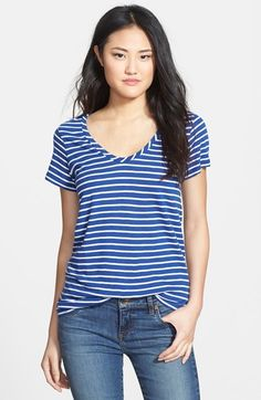 Free shipping and returns on Halogen® Halogen Relaxed Slub Knit Tee (Regular & Petite) at Nordstrom.com. A narrow U-neckline begins an essential tee crafted in a tissue-weight slubbed knit with a supersoft feel.