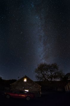 Astrophotography can be a bit tricky to wrap your head around at first. Here is a quick beginner's guide to get you started. Best Photography Blogs, Star Photography, Photography For Beginners, Night Photography, Amazing Photography, Landscape Photography, Bad Photos, Great Photos, Iphone Wallpaper Hd Original