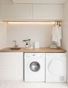 Laundry Room Ideas Discover This stylish laundry will make you want to do the washing With its herringbone oak benchtop white hexagon tiles and bagged-brick splashback this laundry is anything but ordinary. Take a look here Laundry Decor, Laundry Room Organization, Laundry Room Design, Laundry In Bathroom, Organization Ideas, Laundry Closet, Laundry Room Small, Laundry Storage, Laundry Hanging Rack