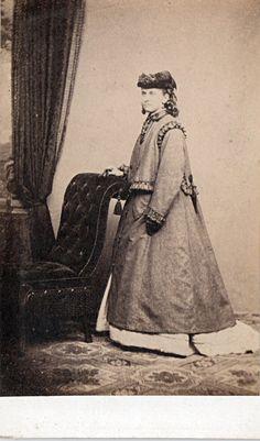 Victorian Lady. Carte de Visite (CDV) Vintage Photograph . Bakewell. UK.   c 1860s/70s