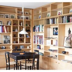 la biblioth que est baign e de lumi re gr ce aux grandes fen tres sarah lavoine sa nouvelle. Black Bedroom Furniture Sets. Home Design Ideas