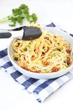 Pasta carbonara met chorizo en courgette