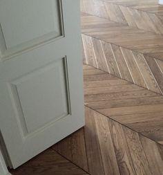 Polish solid wood parquet flooring in a chevron pattern. Wood Parquet, Parquet Flooring, Warsaw, Mid-century Modern, Tile Floor, Solid Wood, Chevron, House Ideas, Mid Century