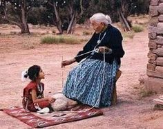 Supported spindle spinning, Navajo Generations learning and sharing with each… Native American Beauty, Native American Photos, Native American History, Native American Indians, Nelson Mandela, Navajo Nation, People Of The World, First Nations, Belle Photo