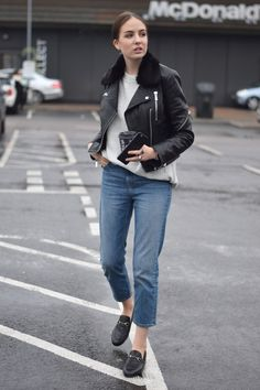 Black Leather Jacket Outfit, Photographer Outfit, Creating A Blog, Fashion Lookbook, Back Home, Normcore, Street Style, How To Wear, Bomber Jackets