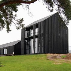 GreenSpec: Timber Cladding: Cladding in Practice: Inspiration Residential Architecture, Contemporary Architecture, Interior Architecture, Black Architecture, Installation Architecture, Building Architecture, Modern Barn, Modern Farmhouse, Farmhouse Design