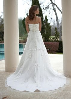 Style 8438 » Wedding Gowns » DaVinci Bridal » Available Colours : Ivory/Silver, Ivory/Ivory, White/Silver, White/White (back)