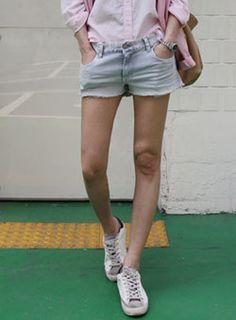 Today's Hot Pick :裾フリンジデザインショートデニムパンツ【iamyuri】 http://fashionstylep.com/SFSELFAA0002855/iamyuriijp/out 裾のほつれたフリンジデザインがこなれ感タップリ♪ カジュアルなショートデニムパンツです。 夏に大活躍間違いなしのアイテム☆ Tシャツやシャツなど色んなアイテムと相性抜群!!