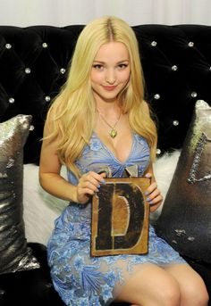 Dove Cameron so gorgeous. I like the semi transparent dress.love you girl. Beautiful Celebrities, Beautiful Actresses, Beautiful Women, Liv Et Maddie, Dove Cameron Bikini, Dave Cameron, Dove Cameron Style, Foto Online, Actrices Sexy