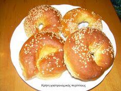 Lent Koulouria with yeast Koulourakia Recipe, Croissant Donut, Greek Cookies, Cookie Tutorials, Cookie Pie, Greek Recipes, Sweet Desserts, Bagel, Biscotti