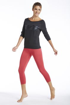 I just love this new Tempe top!!  Along with the Salar Capris this is going to be a show stopper in my Yoga class!!  Definitely on my#FableticsWishList#ambsdr