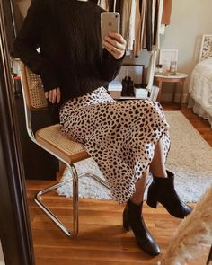 Dress Silk Outfit Style 45 New Ideas Smart Casual Outfit, Casual Outfits, Smart Casual Women Skirt, Smart Casual Women Winter, New York Fashion, Retro Fashion, Womens Fashion, Mode Outfits, Fashion Outfits