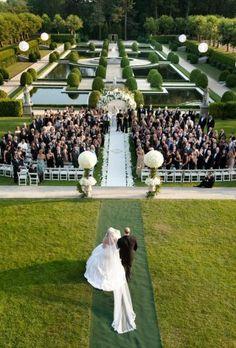Oheka Castle | New York wedding venue | Top wedding venues | Long island wedding venue Find more beautiful venues on www.xaaza.com/xaazastyle