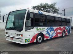 Ônibus da empresa Tech Jet Motorsports, carro 6142, carroceria CAIO Beta. Foto na cidade de São Paulo-SP por AILTON B12R, publicada em 22/12/2014 20:09:59.