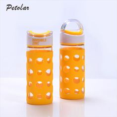 The glass water bottle with silicone cover is consistof high borosilicate glass and silicone. Its silicone sleeve designpreserves the taste and temperature of your favorite beverage. And its wide mouth design is easy to put ice tubes, fruit and other items.It is a healthy and reusable water bottle, so it's suitablefortravel, camping, hiking, fitness, sports