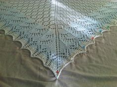 Swallowtail Shawl by Evelyn A. Clark : pattern free in Ravelry     http://www.ravelry.com/patterns/library/swallowtail-shawl
