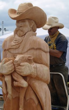chainsaw wood carving ***Research for possible future project.