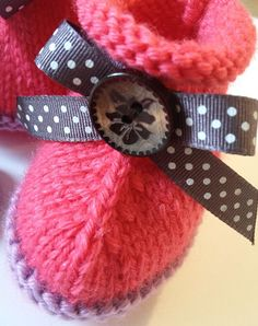 two petits pieds Baby Booties, Smart Watch, Booty, Crochet, Collection, Fashion, Wool, Accessories, Moda