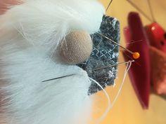 Tutorial -Skrzat świąteczny – krok po kroku – Złoty Naparstek – Kursy Szycia Christmas Gnome, Christmas Crafts, Christmas Decorations, Gnome Tutorial, Sewing Projects, Projects To Try, Natural Christmas, Snowman Crafts, Diy And Crafts