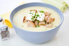 Mit seinem intensiven Geschmack eignet sich #Lauch als ideale Zutat für eine schnelle warme Suppenvorspeise. Hier mein persönliches Rezept für eine #Lauchcremesuppe.