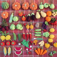 Crochet fruits and vegetables by OlinoHobby. Crochet Crafts, Crochet Dolls, Crochet Projects, Crochet Hood, Knit Crochet, Beaded Flowers, Crochet Flowers, Fruits En Crochet, Amigurumi Patterns