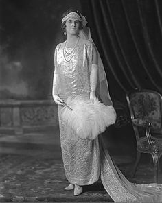 Lady Latta looked equally majestic in a dress much more heavily embroidered and embellished, with swathes of pearls no less, than that of her beautiful daughter's. She also finished her look with a diamond kokoshnik tiara. Vintage Style Dresses, Vintage Outfits, Vintage Fashion, 1920s Fashion Photography, Old Fashioned Wedding, Court Dresses, Royal Weddings, Vintage Bridal, Queen
