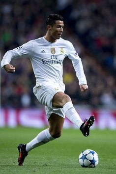 Cristiano Ronaldo of Real Madrid CF controls the ball during the UEFA Champions League Group A match between Real Madrid CF and Paris Saint-Germain at Estadio Santiago Bernabeu on November 2015 in Madrid, Spain. Cr7 Ronaldo, Cristiano Ronaldo 7, Soccer Fans, Football Players, Ronaldo Pictures, Ronaldo Real Madrid, Uefa Champions League, Lionel Messi, Fifa