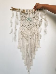 nt.0114さまオーダー品です。 String Crafts, Feather Crafts, Macrame Projects, Macrame Patterns, Macrame Knots, Hanging Art, Textiles, Flower Wall, Cool Diy