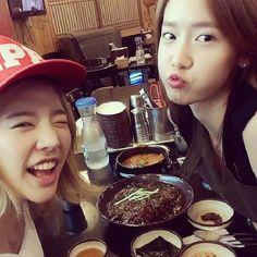 Girls' Generation's Sunny and Yoona