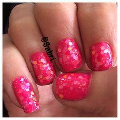#manicure of the week featuring @lacolorscosmetics #lacolors #colorcraze in #frill and #tinsel. Feeling like a #barbiegirl! #Nails #Uñas #Unghie #Ongles  #Unhas #Nailpolish #Esmalte #Smalto #Émail #Beauty #Belleza #Bellezza #Beauté #Beleza #Cosmetics #Cosméticos #Cosmetici #produitsdebeaute #fabat40.